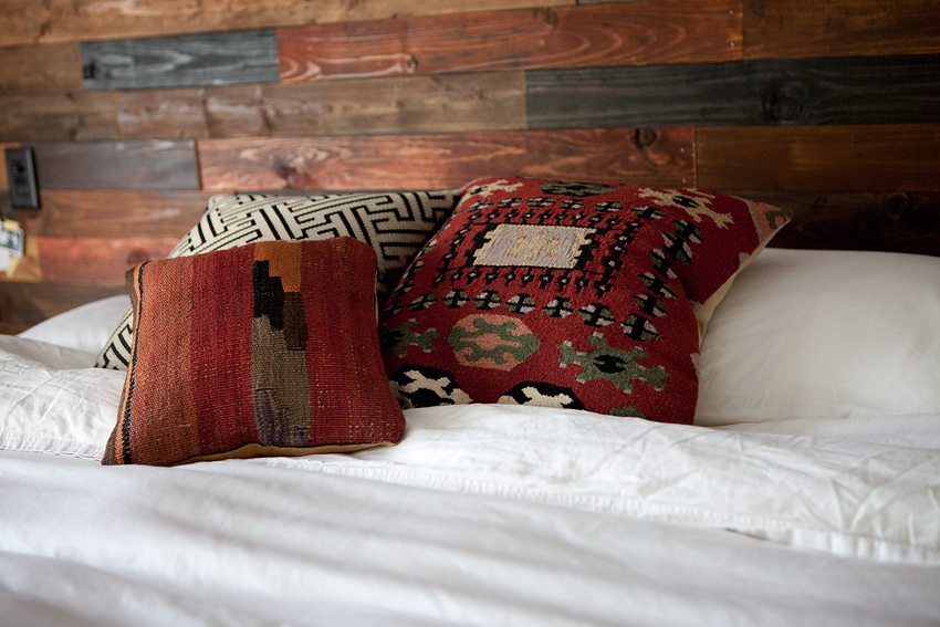 wood-plank-wall-diy-10